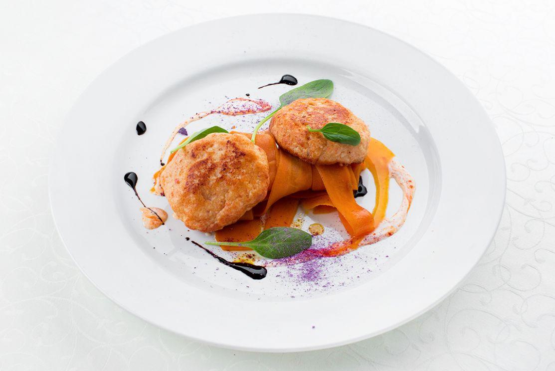 Домашние рыбные котлетки с фетучини из моркови