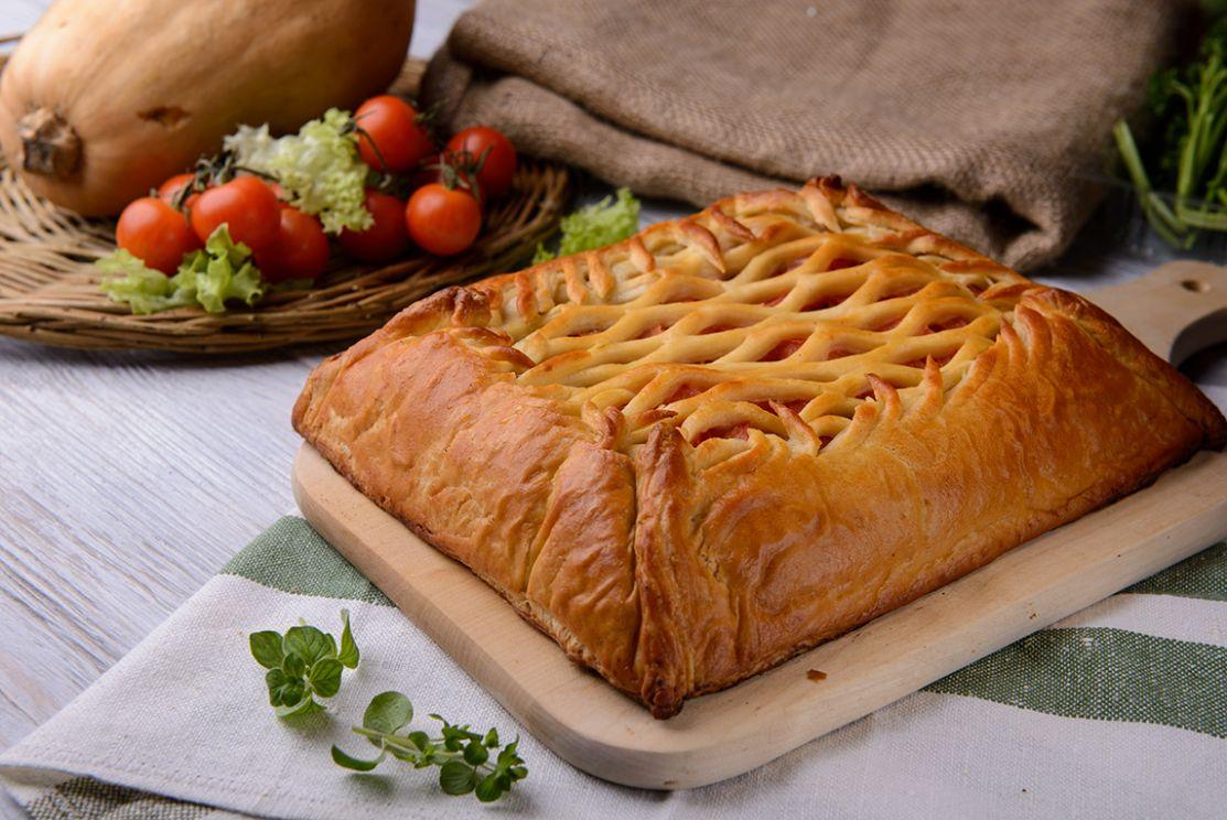 постный пирог со шпинатом и помидорами