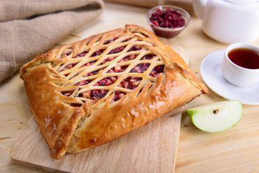 пирог с яблоком и брусникой постный
