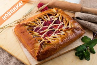 пирог с клубникой и ананасом